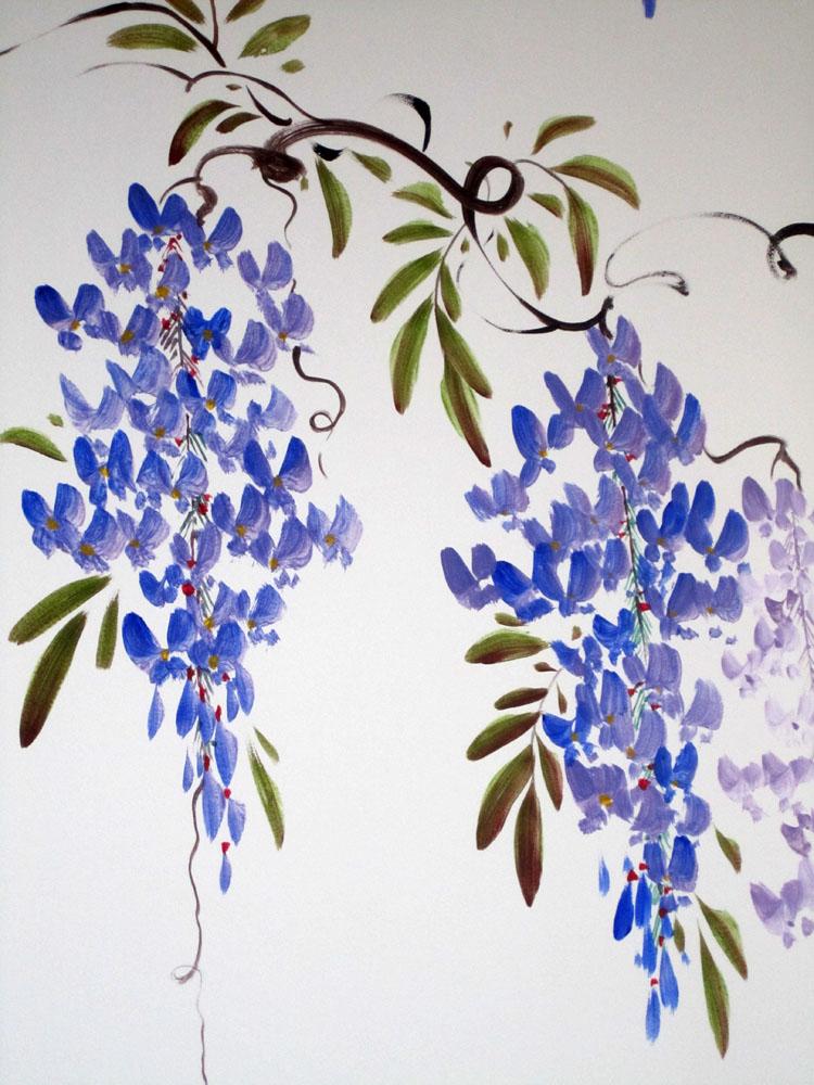 В мае в Ялте цветет глициния